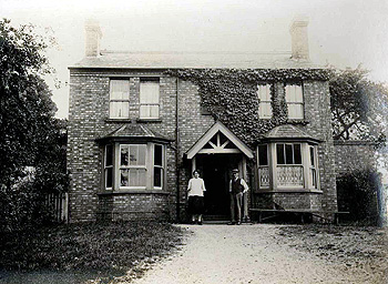 The Gate at Harrowden about 1925 [WL800/2]